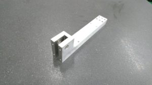 海外での部品調達によりコストダウンを実現したS50C製治具ブラケット